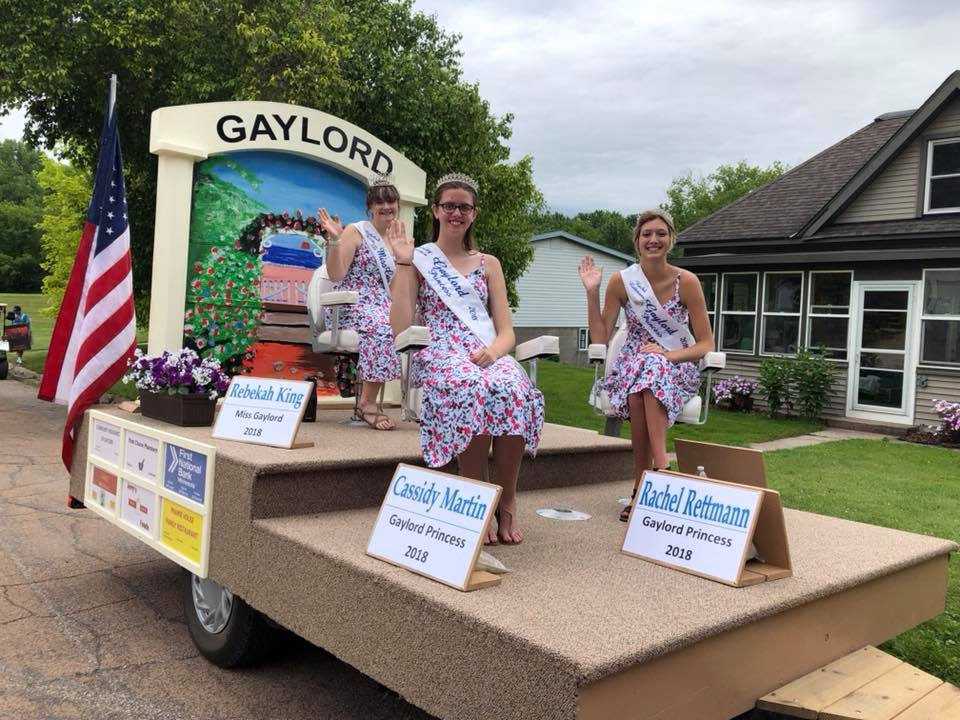 Gaylord Royal Ambassadors on their float